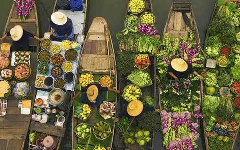 Which Indian metropolitan city has become the first one to get a floating market?