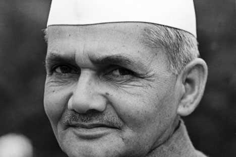 Which Indian Prime Minister was the first to be awarded the Bharat Ratna posthumously?