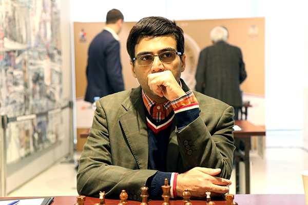Which Indian chess master has clinched the 2018 Tal Memorial Rapid Chess tournament in Moscow?