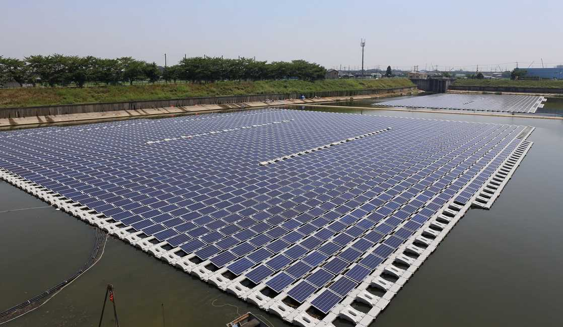 India's largest floating solar power plant has opened in which state?