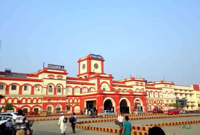 Gorakhpur which has the longest railway platform in the world is located in which state?