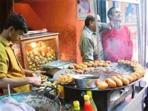 What are famous foods and places in Allahabad?