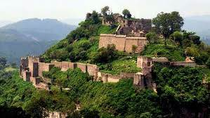 Where is the  Kangara Fort situated in?
